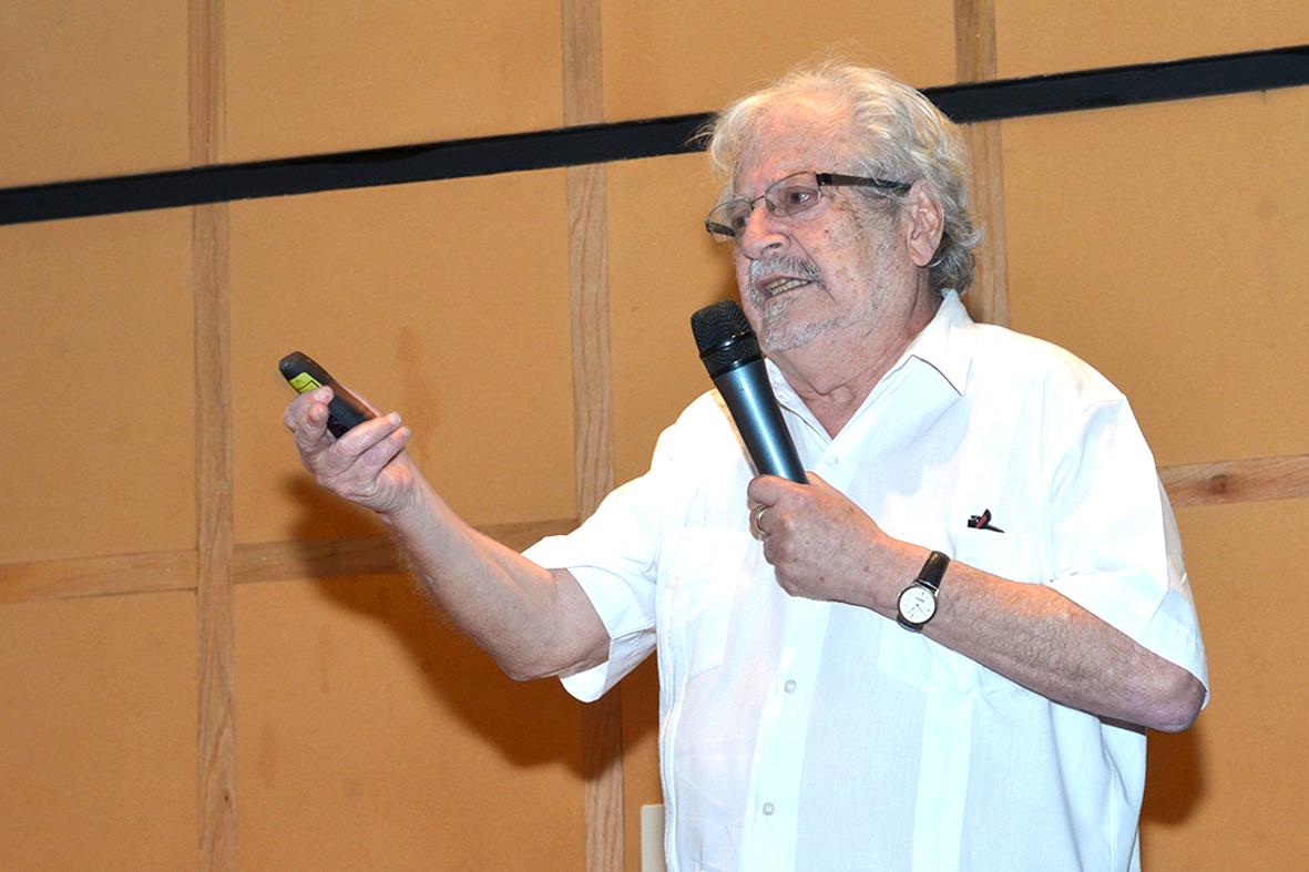 Alberto Verjovsky, Premio Universidad Nacional 2018 en el área de investigación en ciencias exactas