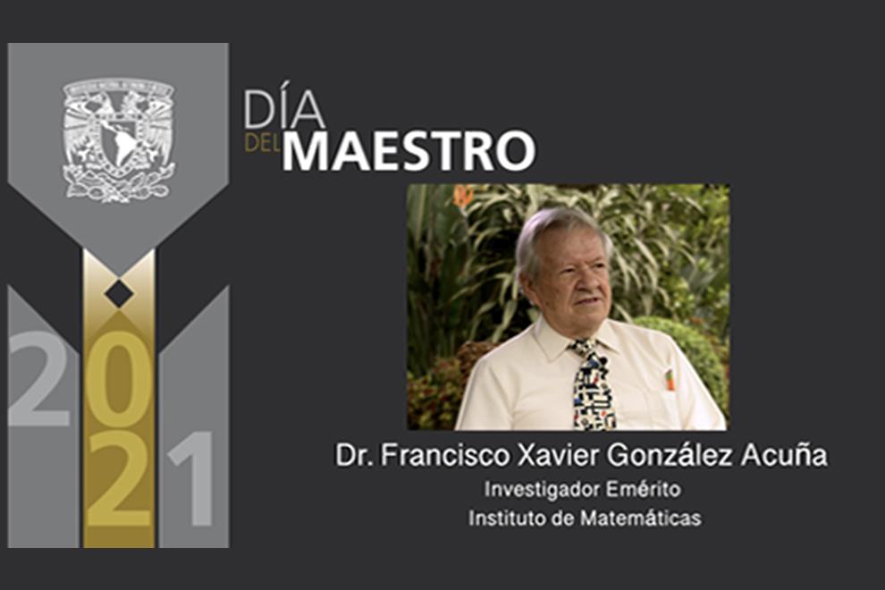 Francisco González Acuña es investido con el grado de Investigador Emérito durante la ceremonia del Día del Maestro
