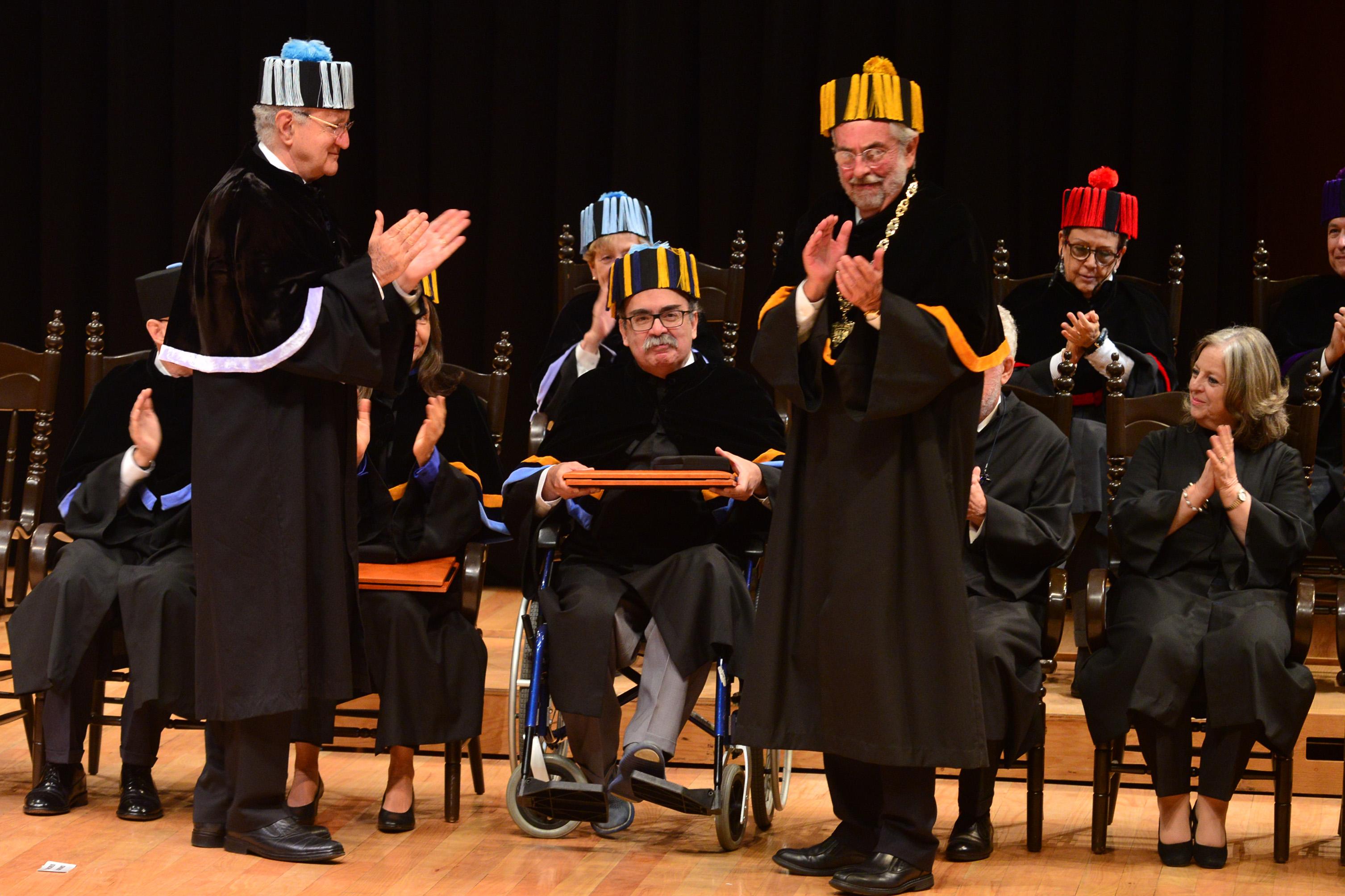 Inviste la UNAM a diez Doctores Honoris Causa, entre ellos al matemático José Antonio de la Peña