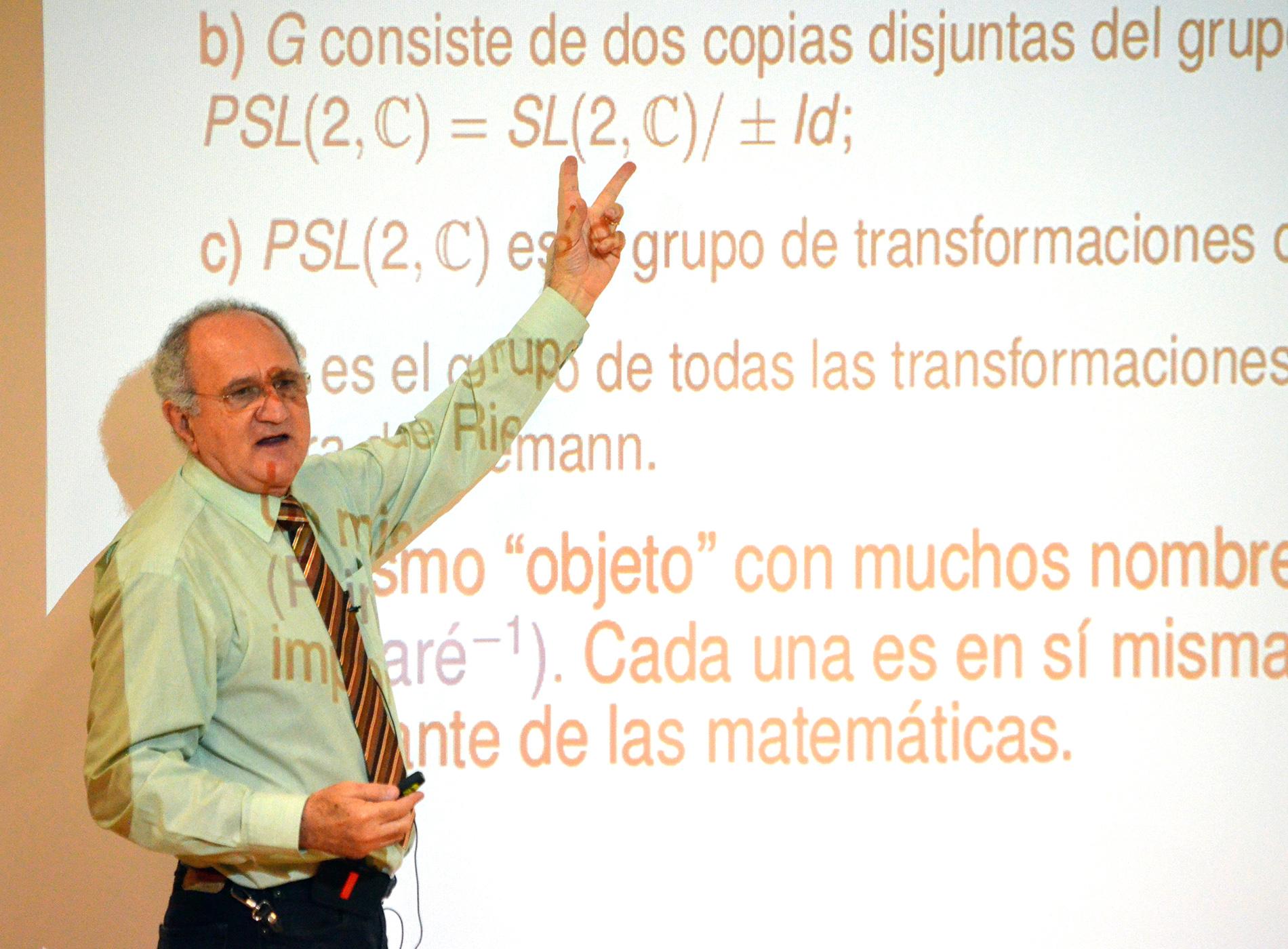 José Seade ha sido galardonado con la Medalla Solomon Lefschetz 2021