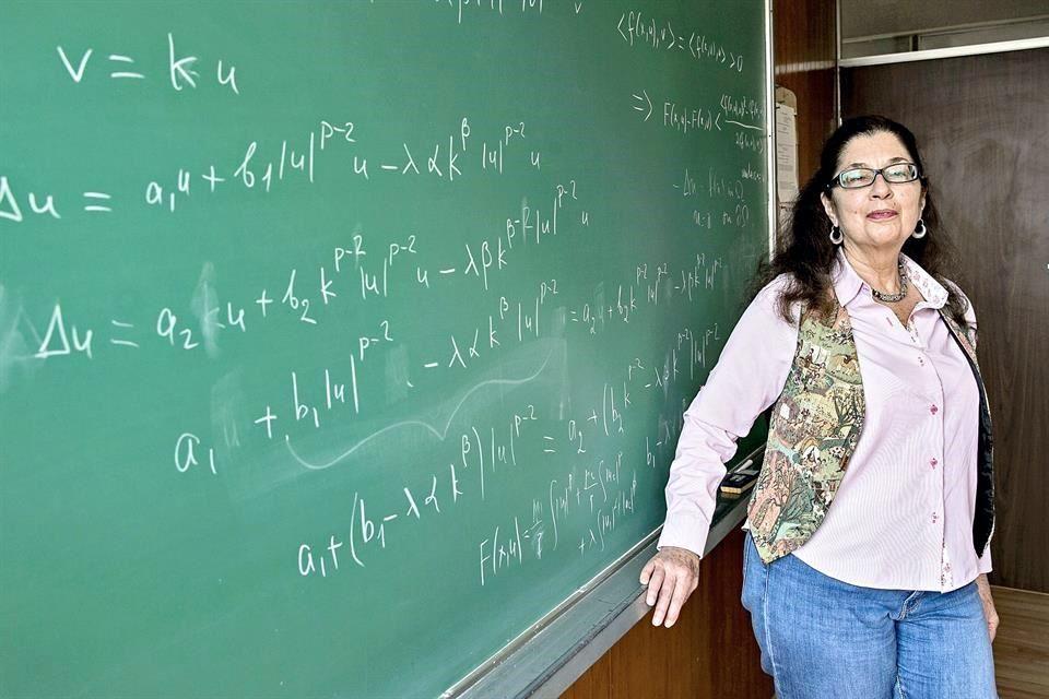 Poeta de las matemáticas: Mónica Clapp, entrevista en Reforma